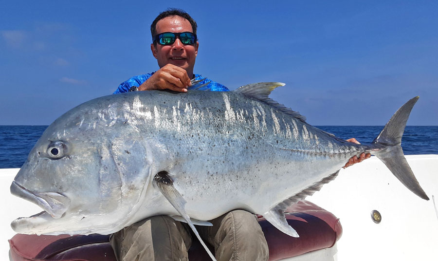 No9_Giant-trevally_fishing_popping_andaman_Daiwa-Saltiga_gamefishingasia_boat_big-fish_gtpopping_boat-charter_angler_Darran-Davis