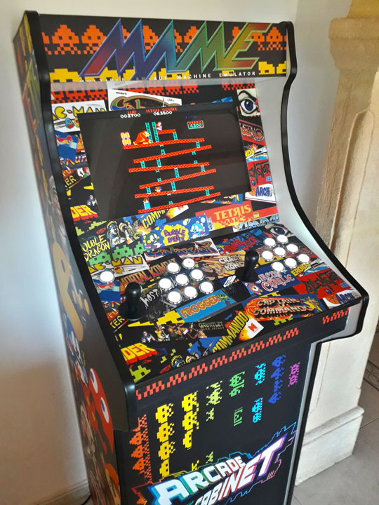 arcade cabinet at Game Inn 'The Lobby'