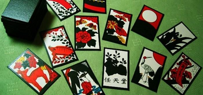 "Les cartes Hanafudas, (ce qui signifie ""cartes-fleurs"")"