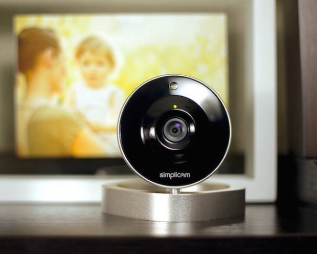 Simplicam-HD-WiFi-Home-Video-Monitoring-Camera-02