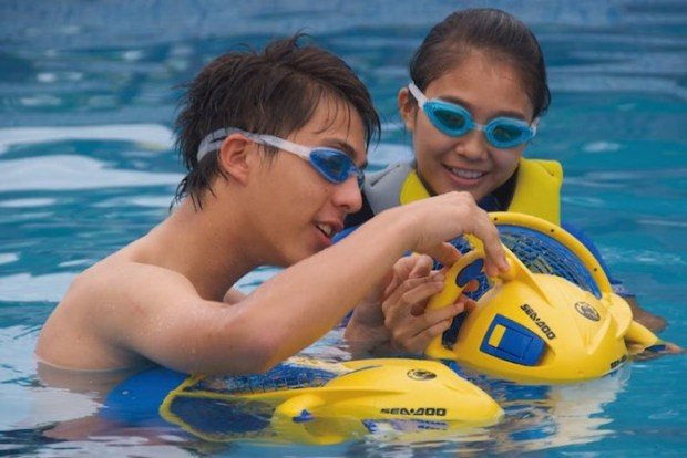 Sea-Doo-Dolphin-Sea-Scooter-02-e1431325889398