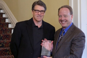 ESA Honors Texas Governor Rick Perry for Supporting The Video Games Industry