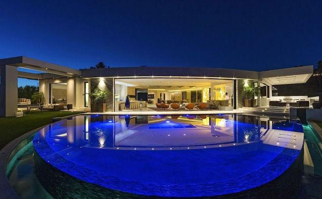 Notch Buys 70 Million Dollar Villa In LA Minecraft Gamereactor