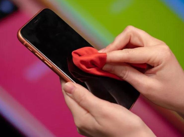 cómo limpiar el teléfono celular