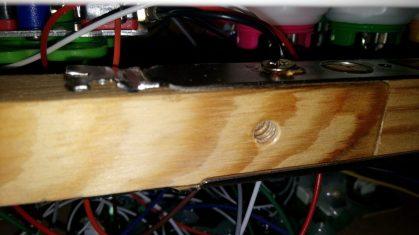 les barres de renfort ont été consolidées avec des plaques de cartes VGA.