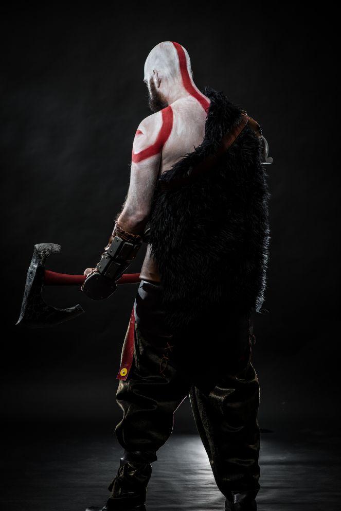 troy-schram-kratos-cosplay-god-of-war-photo-damon-wilson-hart-5-gamersrdtroy-schram-kratos-cosplay-god-of-war-photo-damon-wilson-hart-2-gamersrd