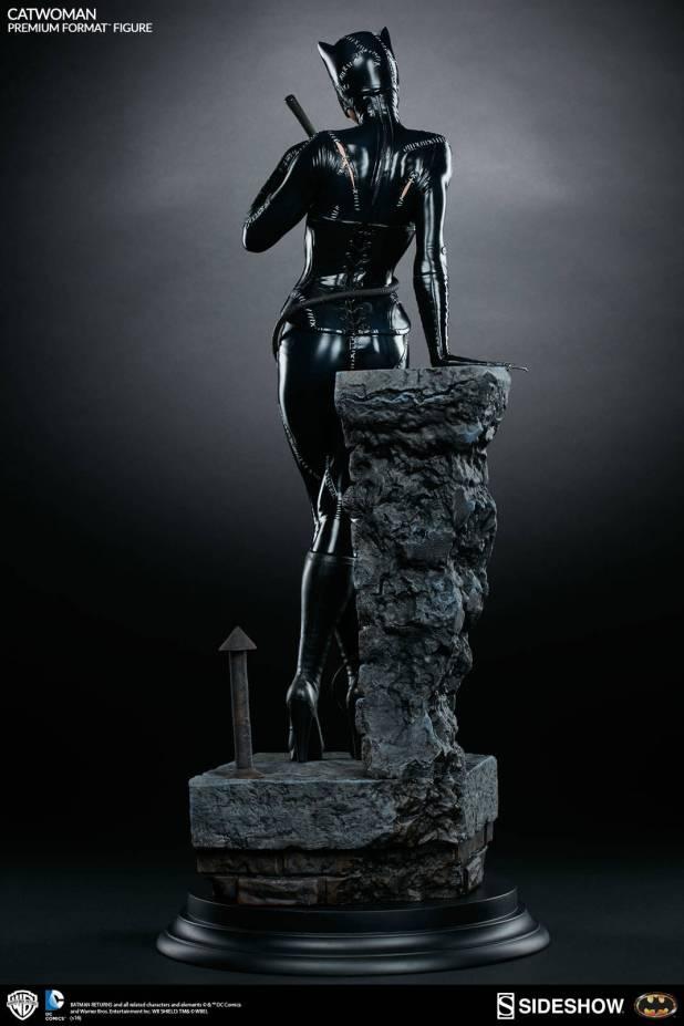 dc-comics-catwoman-premium-format-300270-07-620x930 CatWoman est à l'honneur chez Sideshow avec une nouvelle figurine