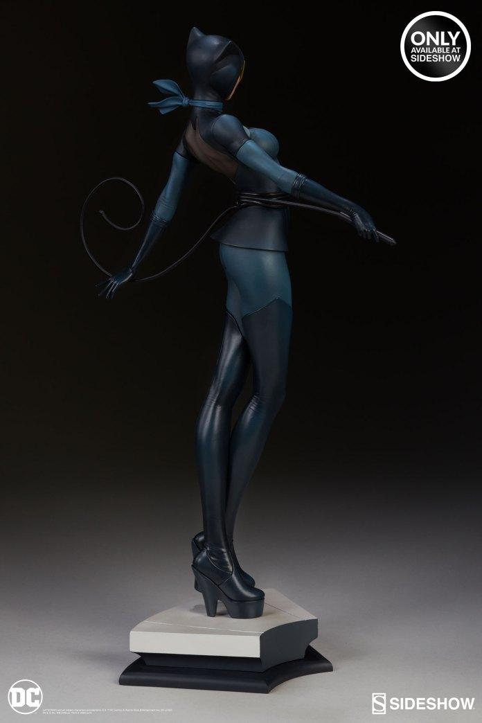 dc-comics-catwoman-statue-stanley-artgerm-lau-artist-series-200428-07 Figurines - Harley Quinn - Catwoman et Poison Ivy vues par Artgerm