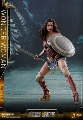 dc-comics-justice-league-wonder-woman-deluxe-sixth-scale-hot-toys-903121-02 Figurine - Wonder Woman Deluxe Version Sixth-Scale Figure