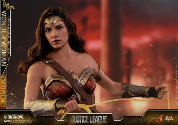 dc-comics-justice-league-wonder-woman-deluxe-sixth-scale-hot-toys-903121-13 Figurine - Wonder Woman Deluxe Version Sixth-Scale Figure