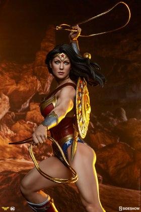 dc-comics-wonder-woman-premium-format-figure-sideshow-300664-02 Figurine - DC Comics Wonder Woman Premium Format