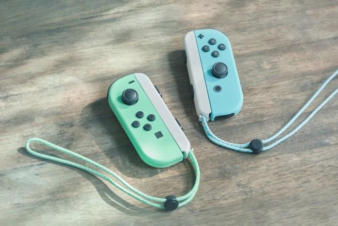 Console-Nintendo-Switch-édition-limitée-Animal-Crossing-New-Horizons-manette Une Switch Collector aux couleurs d'Animal Crossing (Dès 359€)