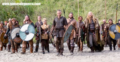 Grupo de guerreiros liderados por Ragnar Lodbrook no seriado Vikings