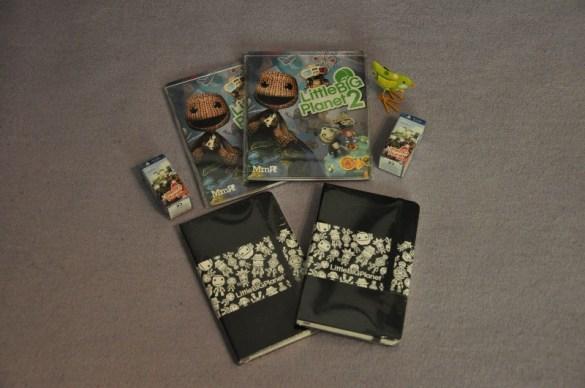 2x LittleBIGPlanet 2 Pakete (PS3 Spiel, Mini-Figur und Notizblock)