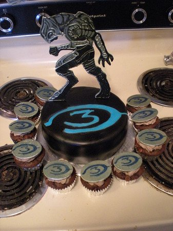 Halo 3 logo cakes