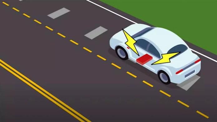 Inventano una strada in grado di caricare le auto elettriche durante la guida
