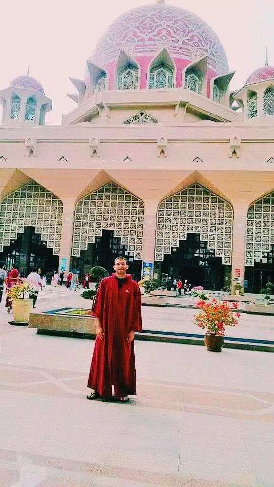 Malaysia tourist spots, Putrajaya Mosque, hitchhiking Malaysia, where to sleep in Malaysia, what to do in Malaysia, backpacking Malaysia, things to do in Malaysia, Malaysia on a budget, travel budget to Malaysia, visa for Malaysia, Malaysian food, street food in Malysia