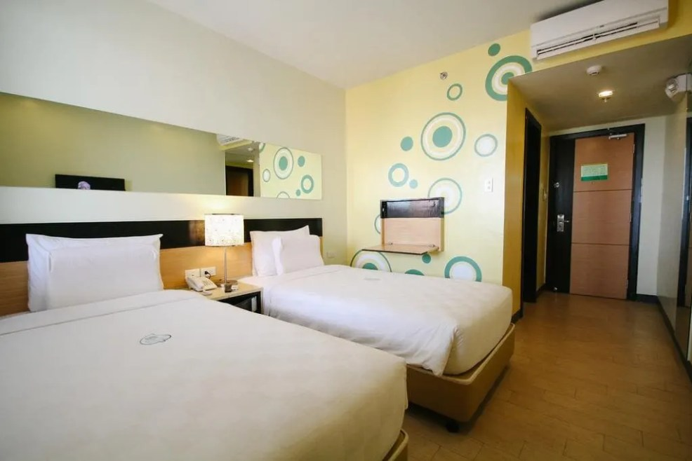 Where to stay in Iloilo City, luxury resorts in iloilo, cheap hotels in iloilo, where to sleep in iloilo, Go Hotels Iloilo