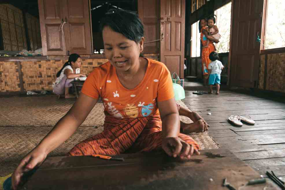 Inle Lake travel guide, things to do in inle Lake, Inle boat tour, lotus and silk