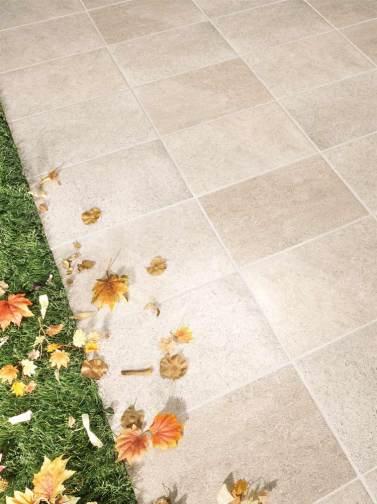 Cerámicas naturaleza Terradecor VALLE imitación piedra en tonalidades grises con hojas otoñales encima.