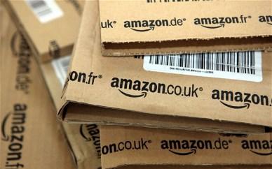 Pacchi Amazon in attesa di essere spediti