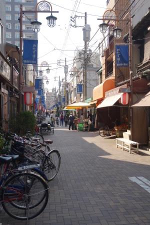 Une rue typique de l'apres guerre, un vestige rara a Tokyo