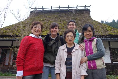 ... et Miyama Yuth Hostel, avec le toit de chaume...