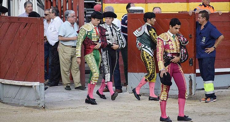 Salida al ruedo de los novilleros en Chinchón Ganadería San Isidro