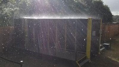 Container sous la pluie