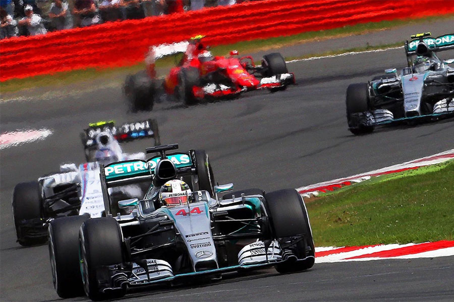An image of cars racing in the Silverstone Formula 1 British Grand Prix - book a chauffeur to this event from GandT Executive