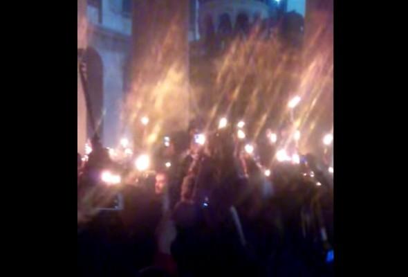 sute de cruci de foc - ierusalim