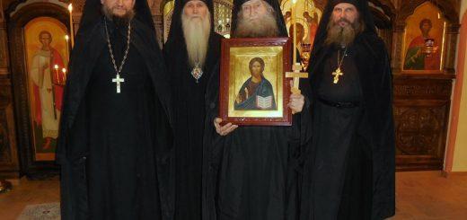 preoti-calugari-monahi-icoana-biserica-mantuitorul-iisus-hristos