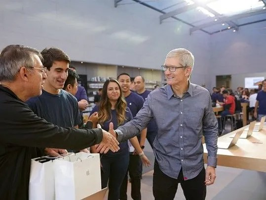 buffett-buys-more-apple-stock_large.jpg