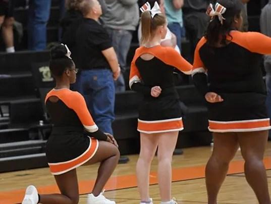 636172275395134534-cheerleader-kneeling.jpg