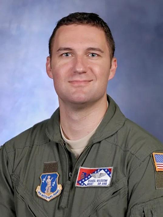 Airman dies tornado 050114