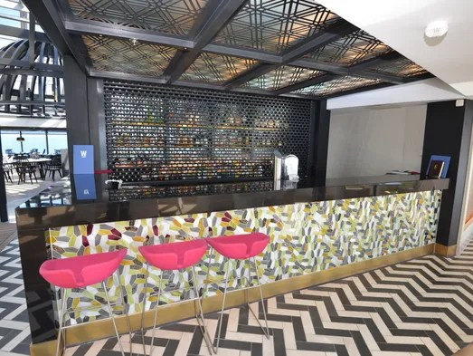 R Kitchen Eatery And Lounge