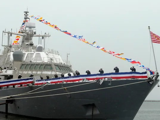 635855348509580485-USS-Milwaukee-Commiss-Bent.jpg