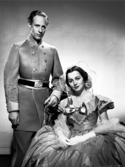 Leslie Howard and Olivia de Havilland in the 1939 motion picture