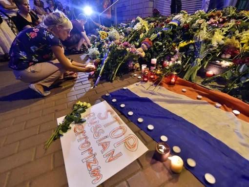 ukraine malaysia crash mourners