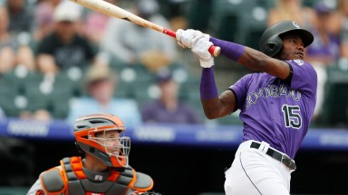 Crawford has 2 HRs, 8 RBIs as Giants overwhelm Rockies 19-2