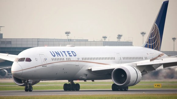 United Airlines' Boeing 787-9 lands at Singapore Changi
