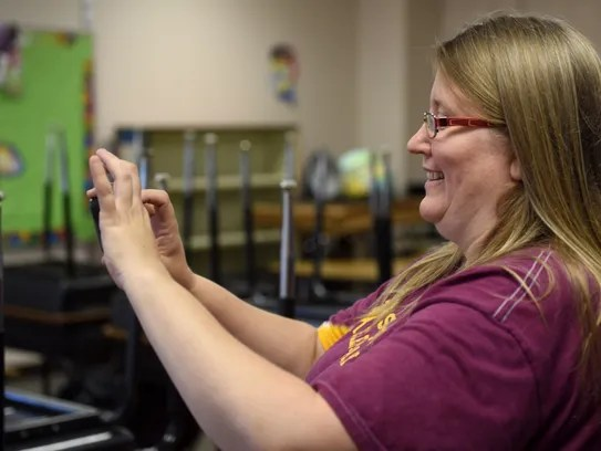 Linda Pinz-Valdez takes photos of the volunteers helping