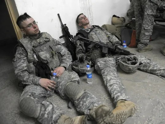 Two US soldiers from 1st Infantry Divisi