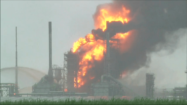Louisiana Refinery Fire Extinguished