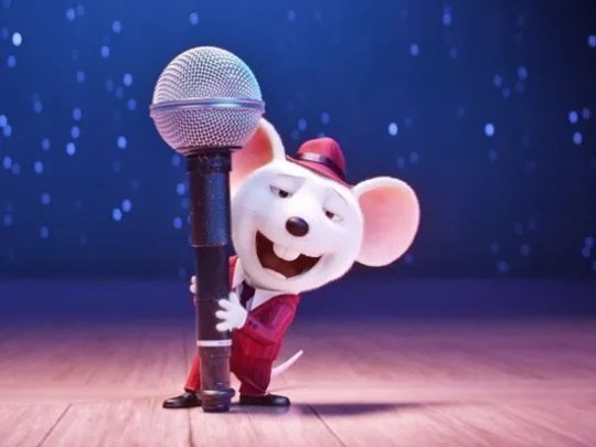"""More than just a screening of the movie, """"Sing,"""" this"""
