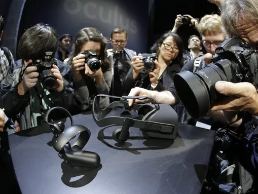 Photographers surround the new Oculus Rift virtual