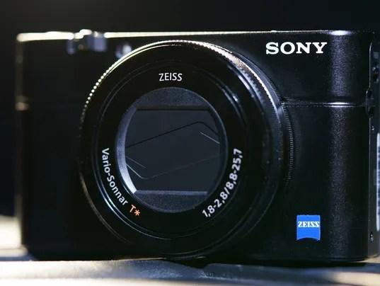 635806135555683546-Sony-Cyber-Shot-RX100-IV-HeroI