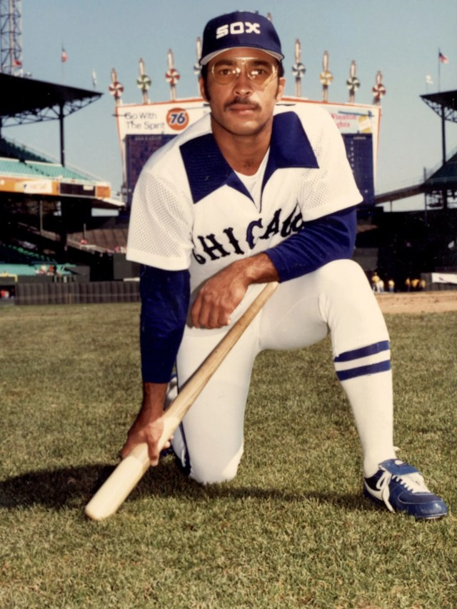 Wide collars, pijamas-style jersey. This Chicago White Sox uniform screams 1970s.