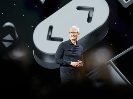 apple-ceo-tim-cook-wwdc-2018_large.jpg