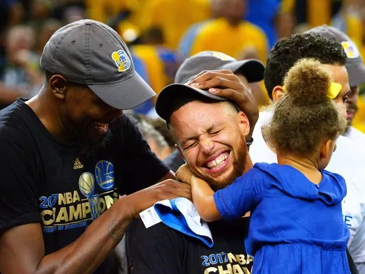 Kevin Durant celebrates with Stephen Curry and his